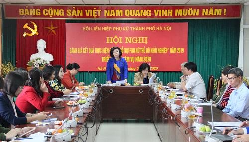 Bà Lê Thị Thiên Hương - Phó Chủ tịch Hội LHPN Hà Nội phát biểu tại hội nghị.