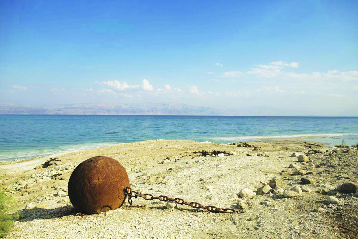 """Biển Chết """"cô độc"""" giữa mênh mông sa mạc"""