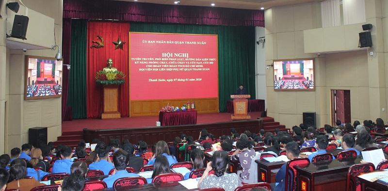 Các cán bộ, hội viên phụ nữ và đoàn viên thanh niên quận  tham dự hội nghị