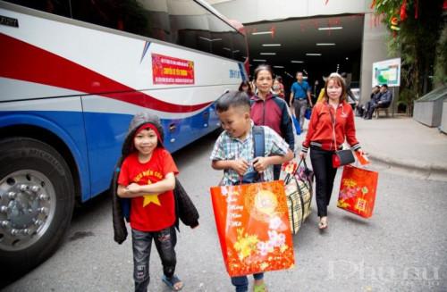 Ấp áp những chuyến xe chở bệnh nhân về quê đón Tết