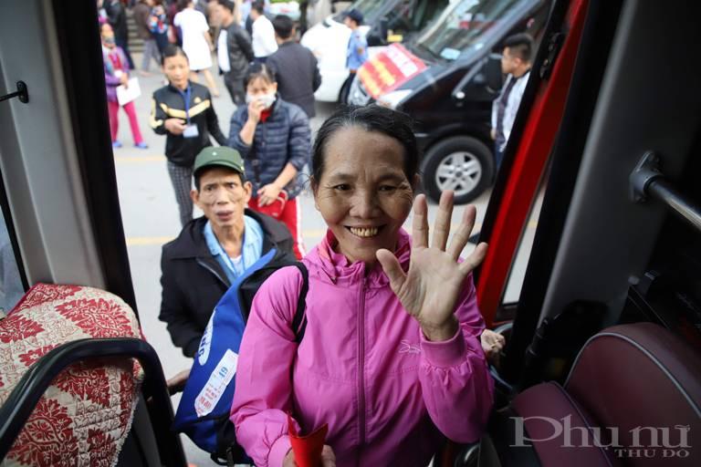 """Chuyến xe yêu thương"""" không chỉ dành cho người bệnh đang điều trị tại bệnh viện K mà chương trình sẽ cùng chung tay chia sẻ với bệnh nhân điều trị tại 10 Bệnh viện trên địa bàn thành phố Hà Nội: Bệnh viện K, Bệnh Viện 103, Viện Huyết học và Truyền máu Trung ương, Bệnh viện Nhi Trung Ương, Bệnh viện Bạch Mai, Bệnh viện Việt Đức, Bệnh viện Ung Bướu Hà Nội, Bệnh viện Nội Tiết, Bệnh viện Tai Mũi Họng, Bệnh viện Tim Hà Nội."""
