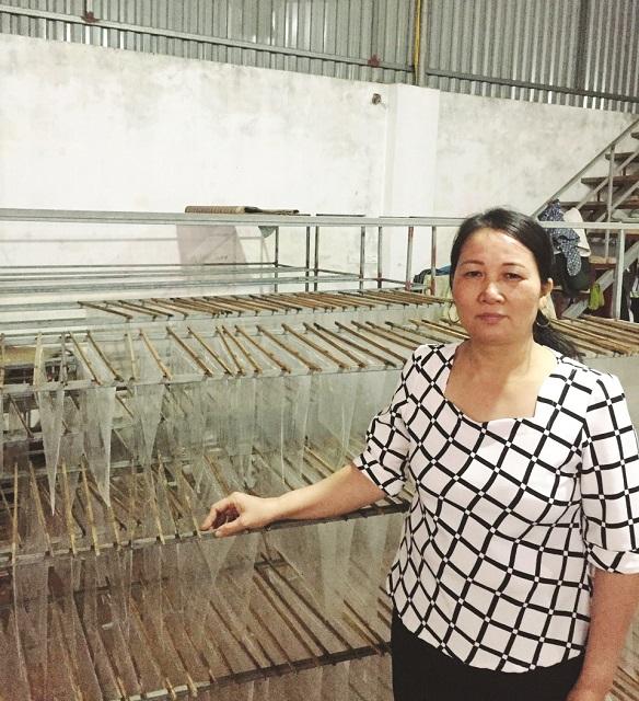 Chị Ngọt và dây chuyền sản xuất bánh đa