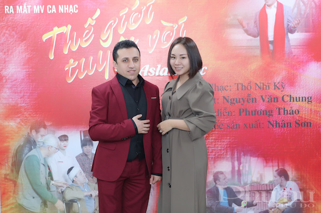 Nam ca sĩ Thổ Nhĩ Kỳ cảm ơn người vợ Việt