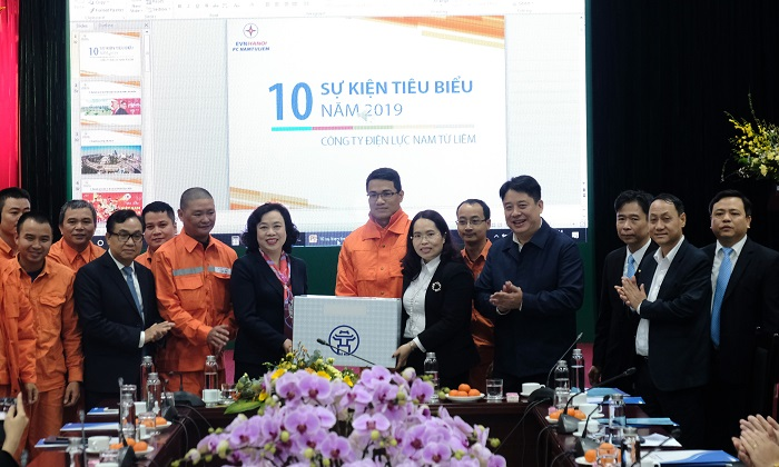 Phó Bí thư Thường trực Thành ủy Ngô Thị Thanh Hằng chúc Tết Công ty điện lực Nam Từ Liêm