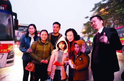 Hà Nội tổ chức đưa công nhân về quê đón Tết Nguyên đán