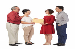 Vợ chồng mâu thuẫn chuyện biếu tết nội ngoại