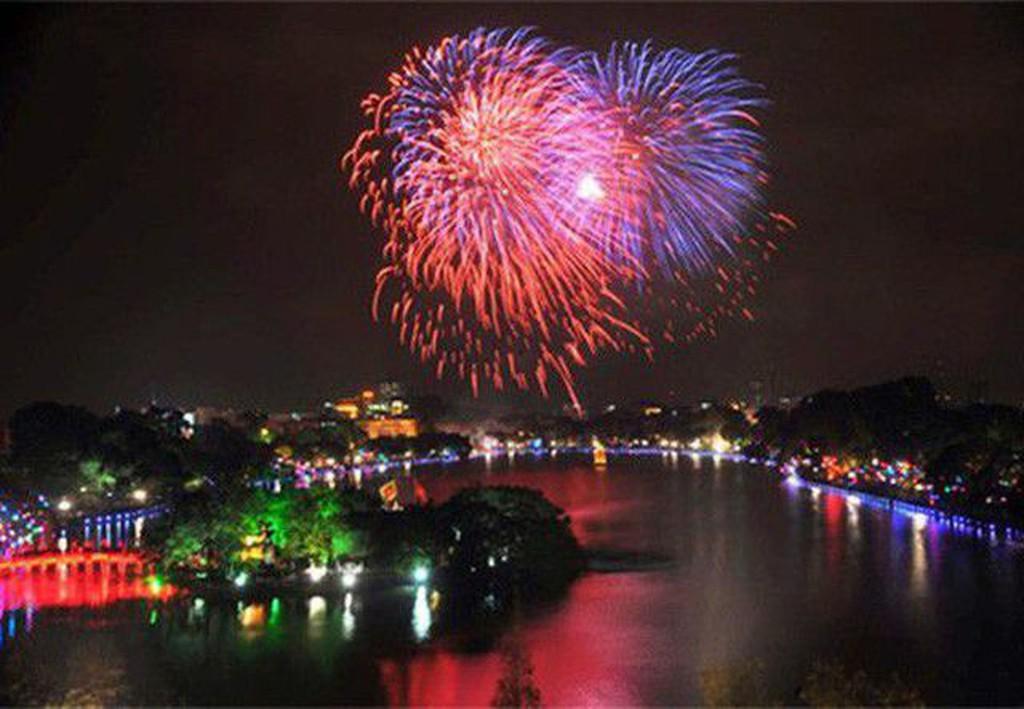 Điểm bắn pháo hoa tại Hồ Hoàn Kiếm