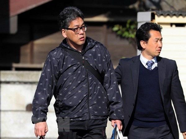Đối tượng Yasumasa Shibuya (trái) bị cảnh sát áp giải tại Matsudo, tỉnh Đối tượng Yasumasa Shibuya (trái) bị cảnh sát áp giải tại Matsudo, tỉnh Chiba, Nhật Bản ngày 14/4/2017.