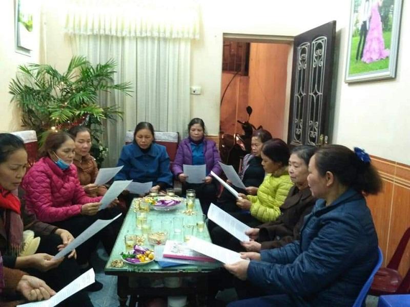 Cán bộ hội viên phụ nữ Đông Anh họp bàn triển khai thực hiện các biện pháp phòng chống dịch Corona