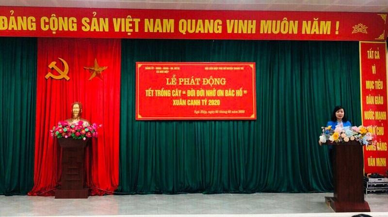 Đồng chí Trần Thị Vân- Chủ tịch Hội LHPN huyện Thanh Trì phát động Tết trồng cây tại xã Ngũ Hiệp