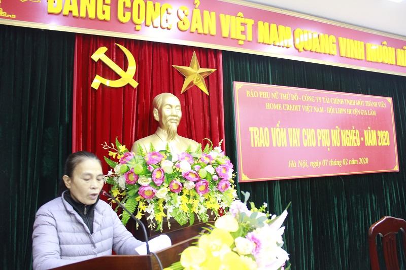 Chị Nguyễn Thị Oanh, hội viên phụ nữ Tổ dân phố Chăn nuôi xã Dương Xá phát biểu tại buổi trao vốn