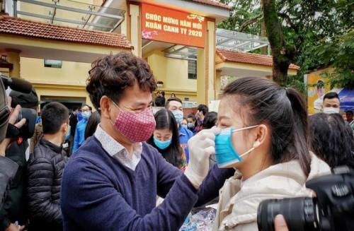 Ấm áp tấm lòng nghệ sĩ Việt  giữa mùa dịch