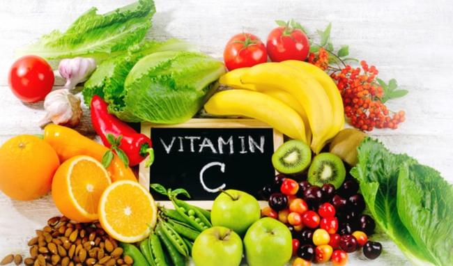 Ngoài vitamin C, cần bổ sung nhiều dưỡng chất khác để tăng sức đề kháng của cơ thể