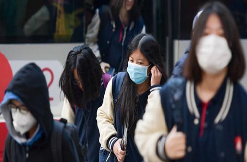 Tiếp tục phun hóa chất khử khuẩn, vệ sinh trường lớp học