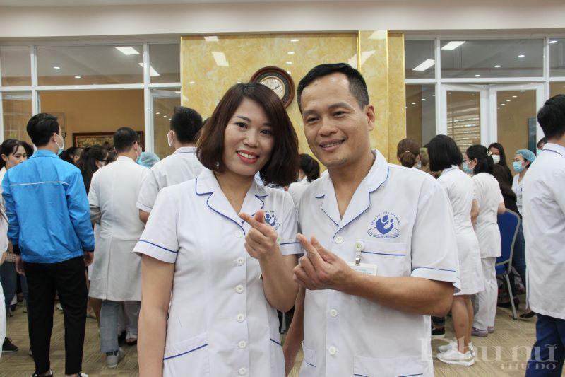 Với vợ chồng anh Nguyễn Chiến Thắng - Điều dưỡng viên khoa Kiểm soát nhiễm khuẩn, hiến máu đúng dịp  ngày lễ tình nhân 14/2 cũng là một điều đặc biệt, ý nghĩa và món quà dành tặng cho nhau.