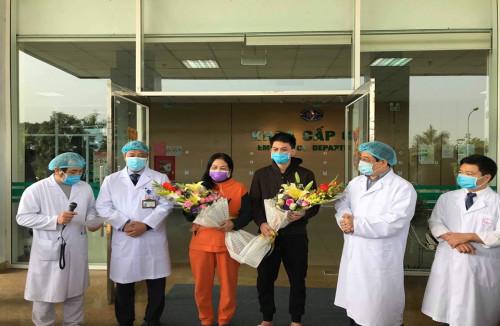 Thêm 2 bệnh nhân điều trị khỏi Covid-19 được xuất viện