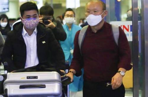Vợ chồng HLV Park Hang Seo được nhập cảnh dưới sự giám sát của ngành y tế Hà Nội