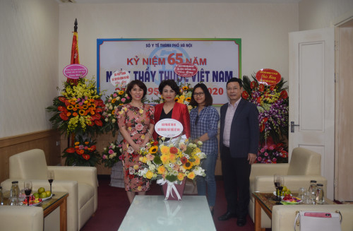 Báo Phụ nữ Thủ đô chúc mừng ngành y nhân ngày Thầy thuốc Việt Nam