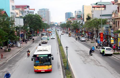 Kiến nghị sớm tổ chức đường dành riêng cho xe buýt