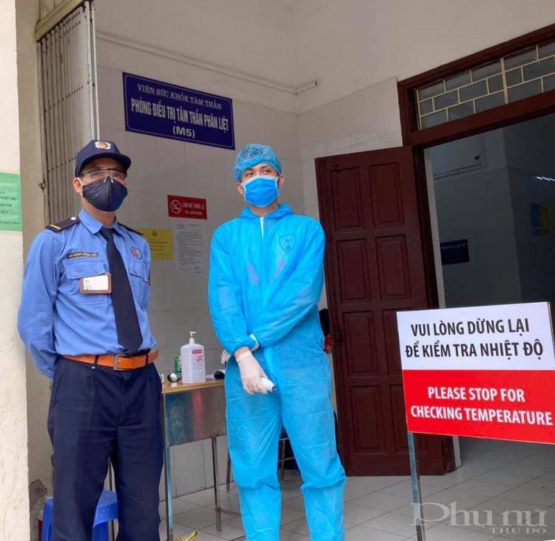 BV Bạch Mai đề nghị mọi người khi vào bệnh viện, nghiêm túc thực hiện việc kiểm tra thân nhiệt và đeo khẩu trang đầy đủ