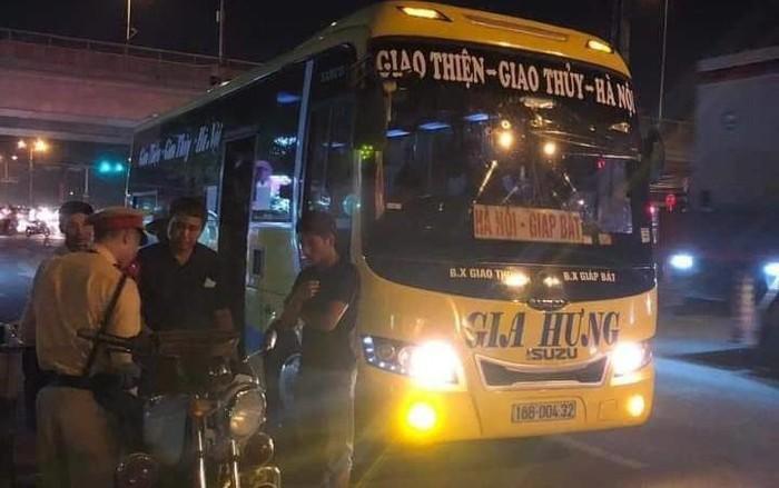 Thay vì mở thêm tuyến xe khách liên tỉnh, Sở GTVT Hà Nội nên tập trung giám sát, yêu cầu các doanh nghiệp vận tải nâng cao chất lượng phục vụ hành khách.