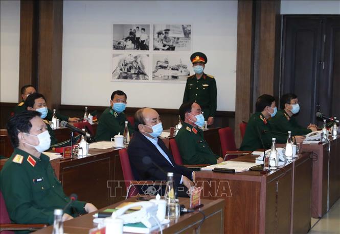 Thủ tướng Nguyễn Xuân Phúc và các đại biểu làm việc trực tuyến với 50 điểm cầu trong toàn quân tại điểm cầu Cục Quân y, Hà Nội. Ảnh: Thống Nhất/TTXVN