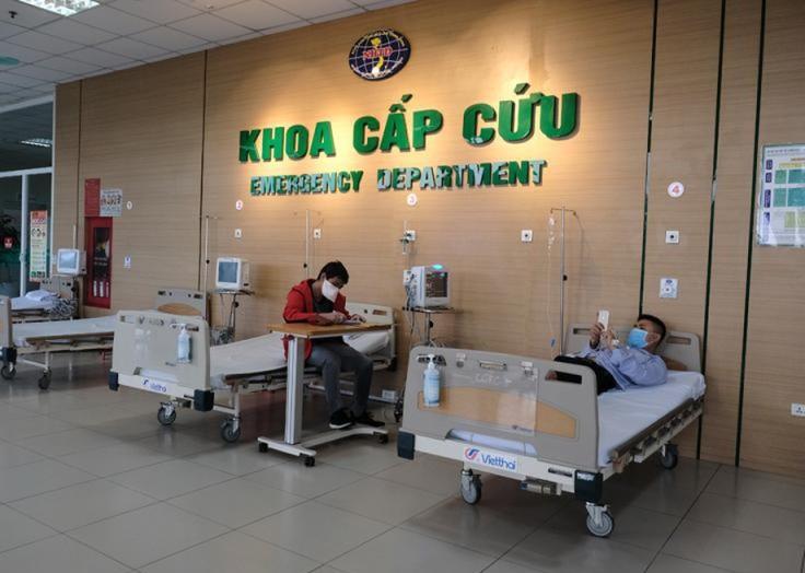 Các bệnh nhân được chăm sóc tại khoa Cấp cứu bệnh viện Nhiệt đới TƯ 2