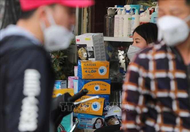 Bộ Y tế vừa có Công văn hỏa tốc gửi Sở Y tế các tỉnh, thành phố trực thuộc Trung ương về việc xử lý nghiêm cơ sở bán lẻ thuốc đầu cơ, găm hàng, nâng giá bán khẩu trang y tế.