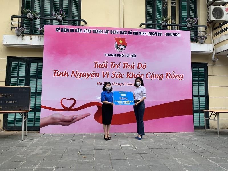 Trên tinh thần ủng hộ những hoạt động tình nguyện của tuổi trẻ Thủ đô chung tay phòng chống dịch bệnh, công ty cổ phần Casper Vietnam đã dành tặng 09 tivi 43 inch và 1000 quyển truyện tranh trị giá 75 triệu đồng phục vụ công tác cách ly phòng bệnh