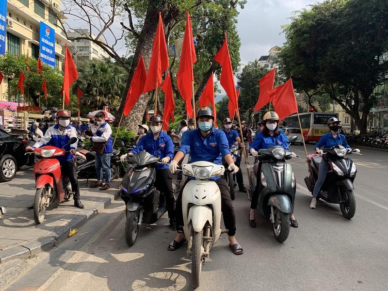 Đoàn xe tuyên truyền lưu động của Tuổi trẻ thủ đô ra quân ngay sau chương trình