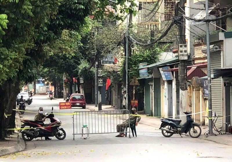 Khu vực cách ly tại phường Thượng Thanh được thiết lập sau khi có 2 người dân sinh sống tại đây mắc Covid-19