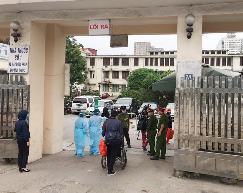 Cổng vào số 2 tại bệnh viện Bạch Mai dành riêng cho bệnh nhân chạy thận.