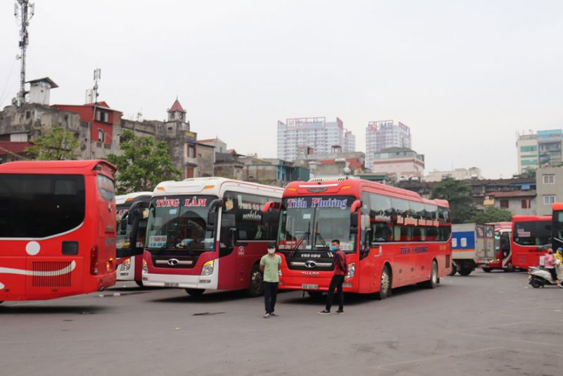 Từ ngày 30-3, xe khách liên tỉnh tuyến cố định có điểm đi - đến Hà Nội bị hạn chế hoạt động.