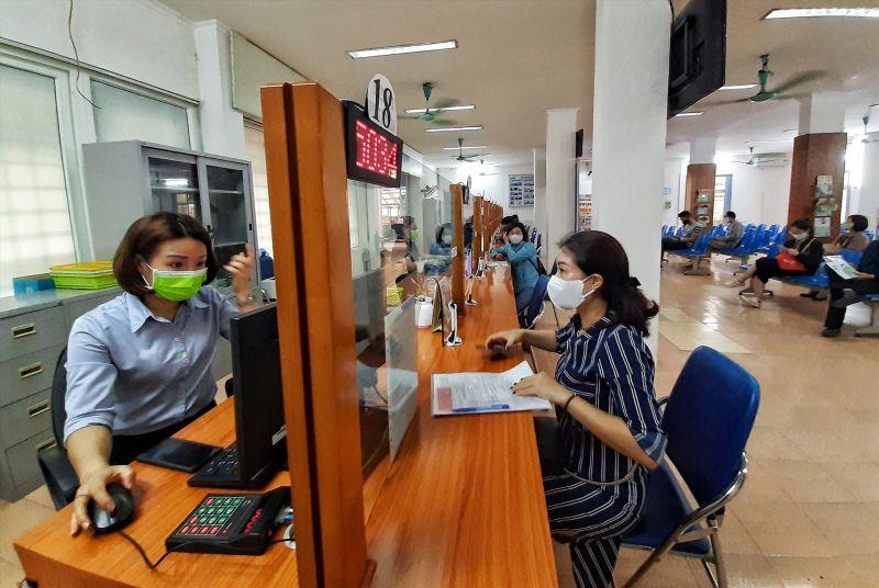 Người lao động nộp hồ sơ hưởng trợ cấp thất nghiệp