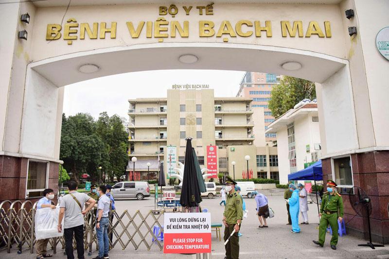 Bệnh viện Bạch Mai chỉ tiếp nhận, điều trị người bệnh nặng