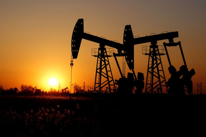 Nhu cầu tiêu thụ dầu mỏ giảm mạnh. Ảnh: Investing.com.