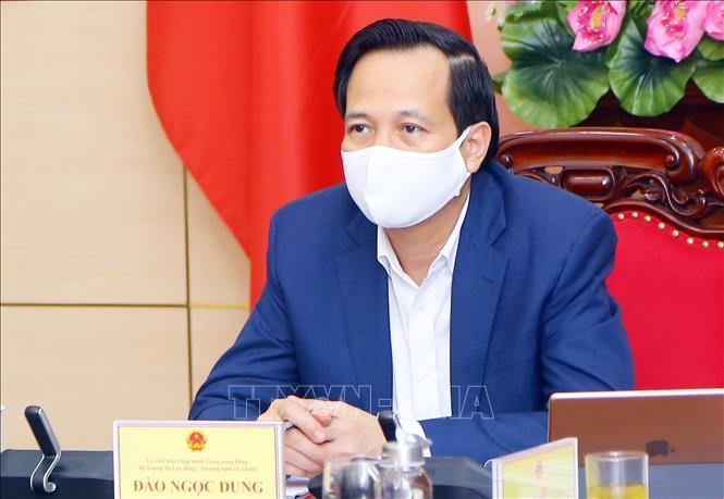 Bộ trưởng Bộ Lao động – Thương binh và Xã hội Đào Ngọc Dung chủ trì phiên họp trực tuyến tại trụ sở Bộ. Ảnh: Anh Tuấn/TTXVN