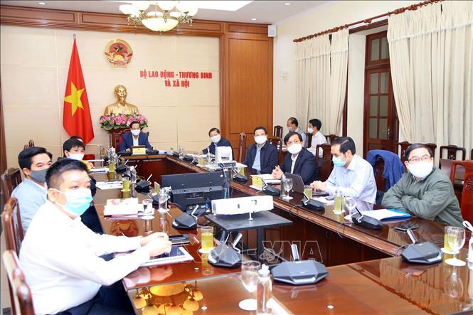 Quang cảnh phiên họp trực tuyến tại trụ sở Bộ Lao động – Thương binh và Xã hội. Ảnh: Anh Tuấn/TTXVN
