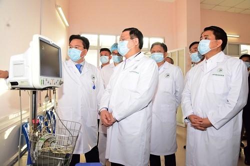 Bí thư Thành uỷ Vương Đình Huệ thăm khu kiểm tra, thăm khám và cách ly người nghi nhiễm Covid -19