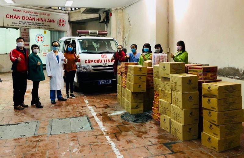 """Hội LHPN xã Tân Triều và nhóm thiện nguyện """"Hoa chùm ngây"""" tặng Trung tâm cấp cứu 115 xã Tân Triều vật tư, thiết bị phòng chống dịch bệnh Covid - 19."""