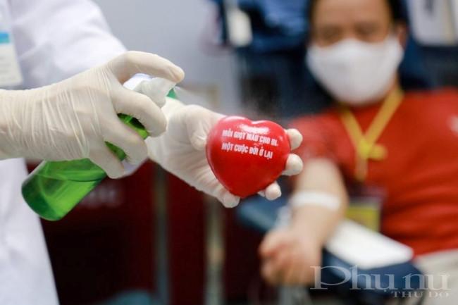 Các biện pháp đảm bảo an toàn, phòng dịch Covid-19 được bệnh viện áp dụng triệt để, ngăn ngừa nguy cơ lây nhiễm cho nhân viên y tế và người tham gia hiến máu.
