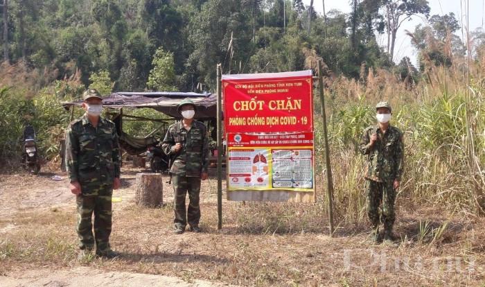 Để đảm bảo công tác phòng chống dịch Covid-19, những ngày này, cán bộ chiến sĩ ĐBP tăng cường quân số 100%, ngày đêm chốt chặn tại các đường mòn, lối mở.