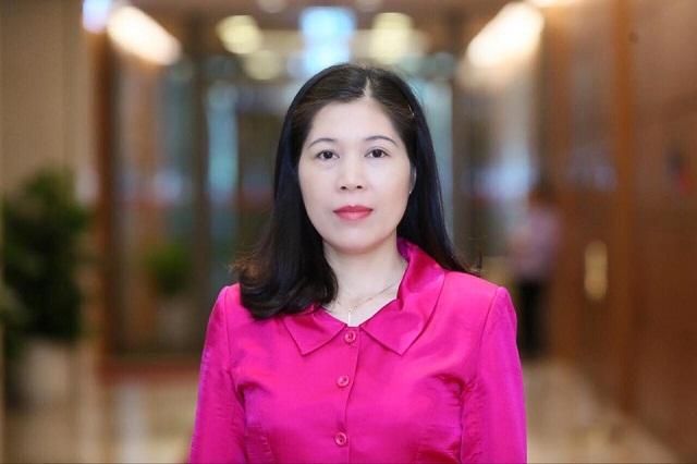 Chị Trần Thị Phương Hoa mong muốn những bài thơ của mình sẽ góp thêm chút lạc quan, yêu đời cho mọi người trong những ngày ở nhà phòng tránh dịch Covid-19