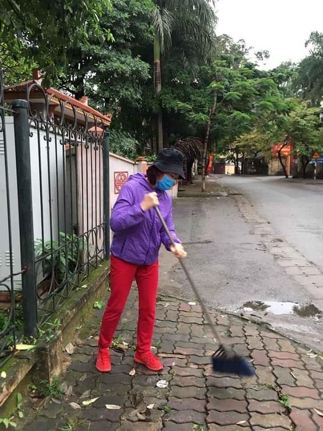 Phụ nữ Bắc Từ Liêm vệ sinh đường làng ngõ xóm