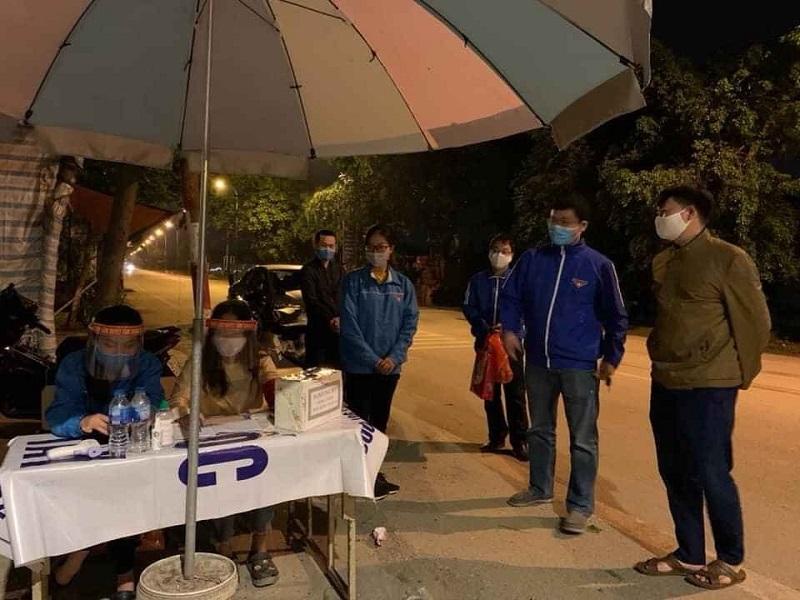 Ca trực đêm của đoàn viên thanh niên tại xã Thuỵ Lâm, huyện Đông Anh