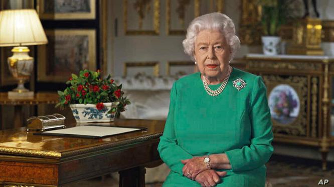 Nữ hoàng Anh ra lời hiệu triệu toàn dân trên truyền hình.