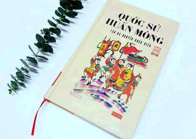 """Sách sử dạy trẻ """"Quốc sử huấn Mông"""" được Tản Đà Nguyễn Khắc Hiếu biên soạn được xuất bản năm 1924."""