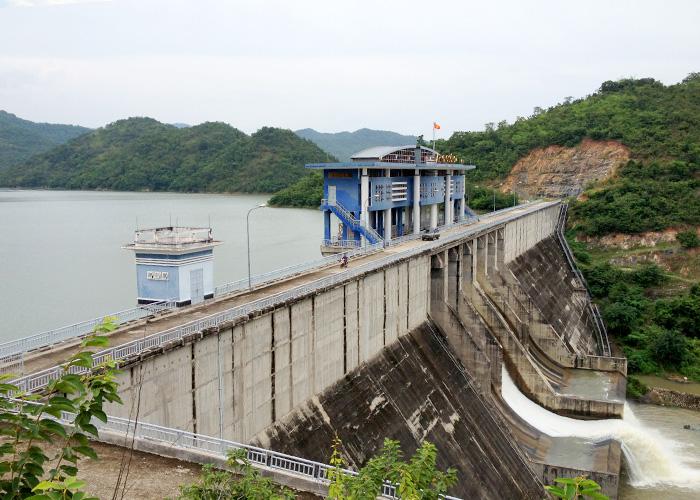 Bộ TN&MT cũng kiến nghị giảm 20% mức thu phí thẩm định cấp phép thăm dò, khai thác, sử dụng tài nguyên nước; xả thải vào nguồn nước và hành nghề khoan nước dưới đất để hỗ trợ các doanh nghiệp vượt qua khó khăn do dịch bệnh COVID - 19