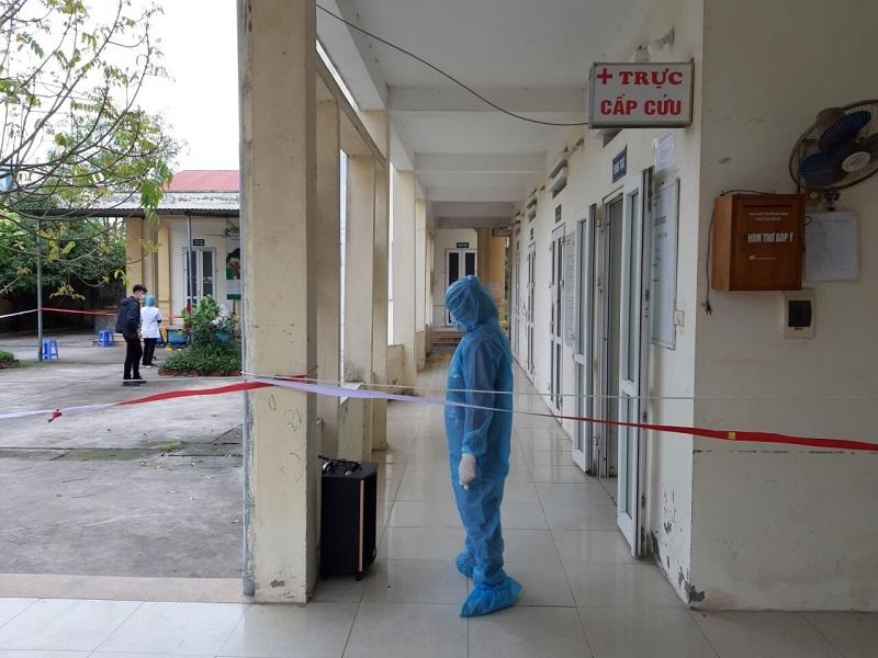Hội LHPN xã Hồng Hà giám sát các trường hợp khám tại BV Bạch Mai đến trạm y tế xã lấy mẫu xét nghiệm.