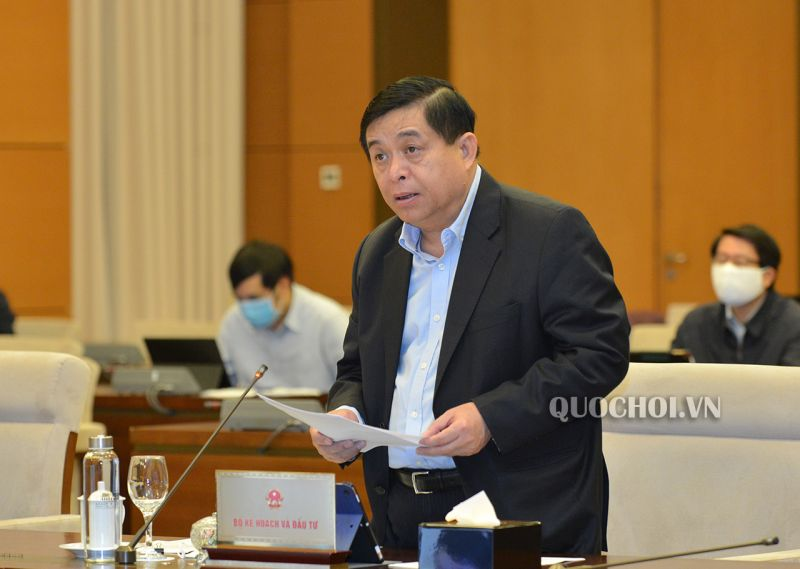 Bộ trưởng Bộ KH&ĐT Nguyễn Chí Dũng trình bày báo cáo tại phiên họp. Ảnh: Quochoi.vn